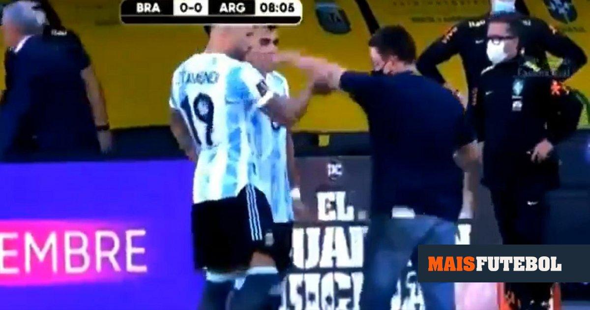 Photo of VÍDEO: Otamendi empurrou agente que entrou em campo | MAISFUTEBOL | Redação Maisfutebol